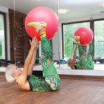 10 pomysłów na ćwiczenia z piłką gimnastyczną